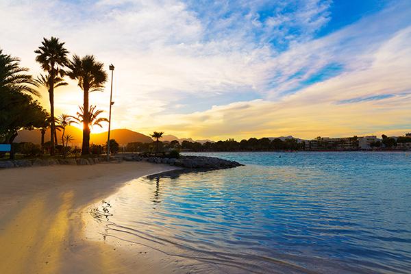 Flyt skolebænken til Mallorca og fang en solnedgang