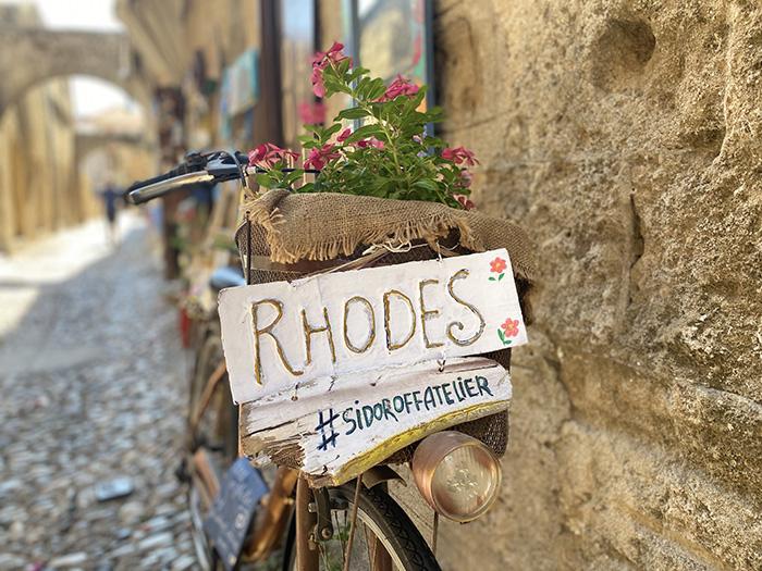 Flyt skolebænken til Rhodos